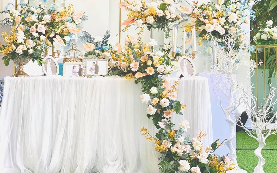 trang trí bàn gallyry tại nhà hàng