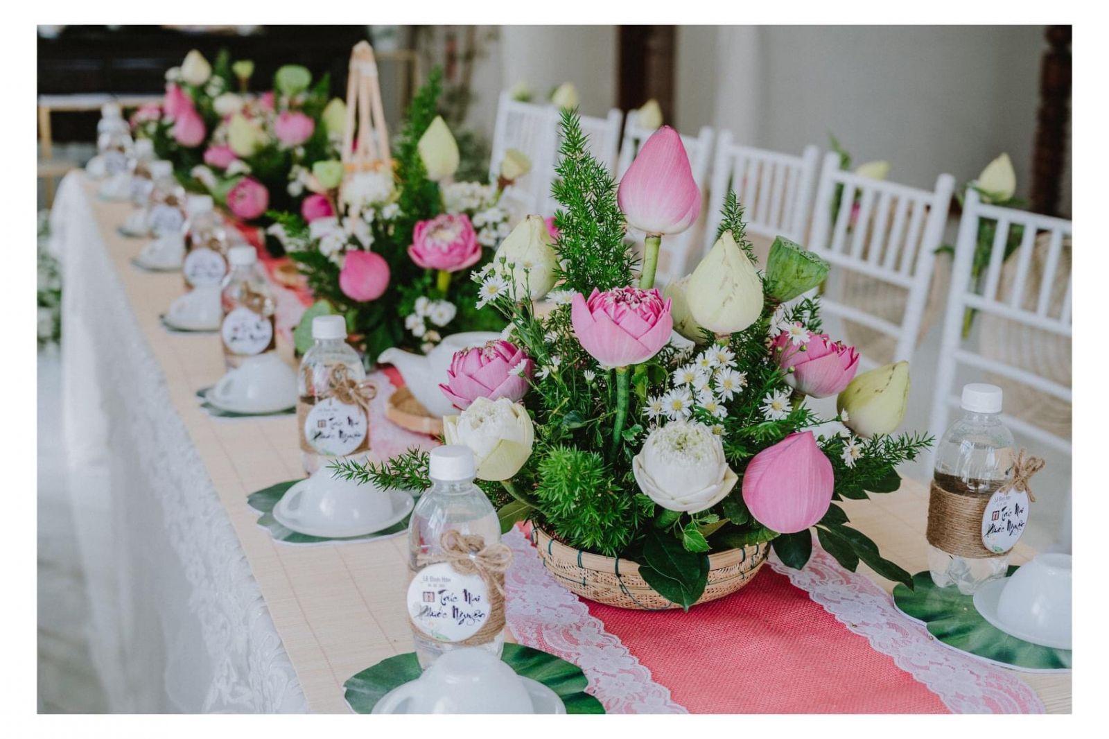 trang trí lễ gia tiên bằng  hoa sen